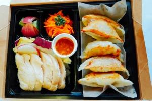 蒸し鶏と阿波餃子のセット