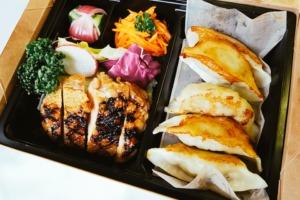 照り焼きチキンと阿波餃子セット