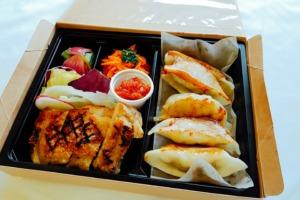 直焼きグリルチキンと阿波餃子セット